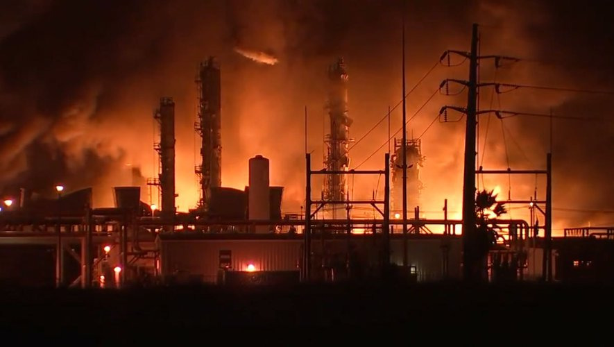 54,000 Evacuated in Texas After Explosion at Port Neches Chemical Plant