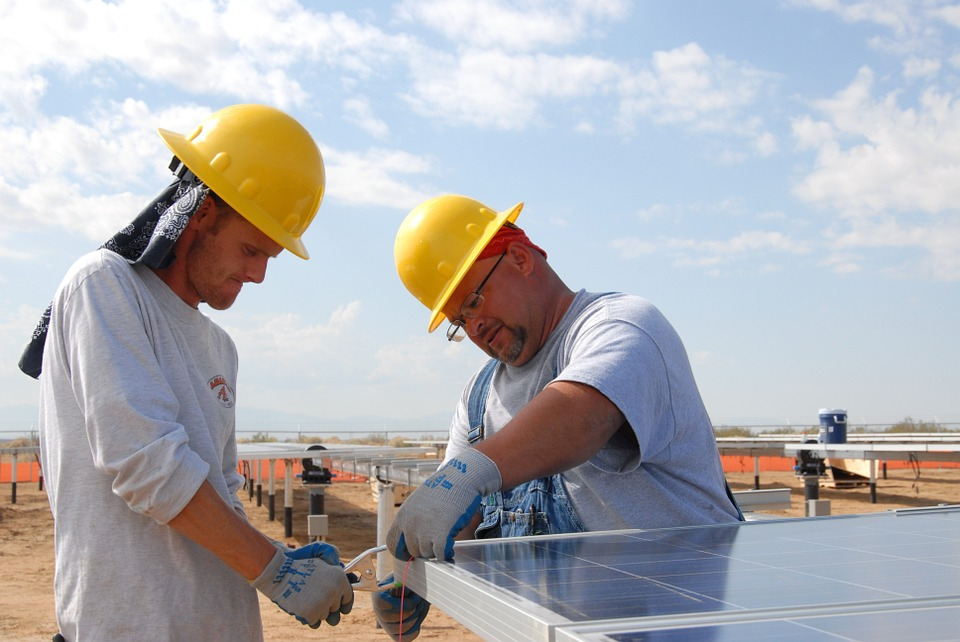 Clean Energy Jobs Will Outperform Oil & Gas, US Bureau Predicts
