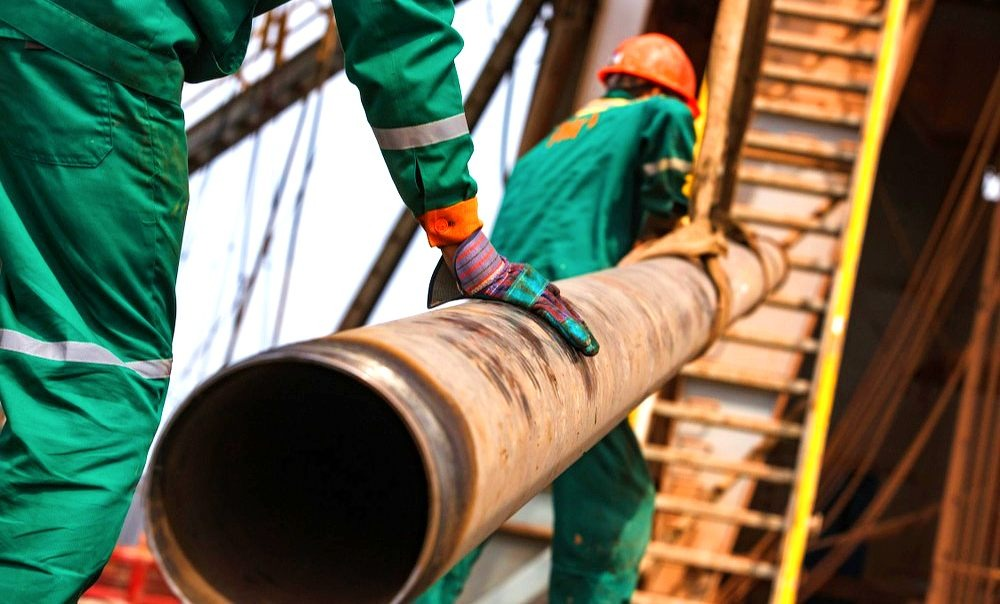 Floorhands in the Oilfield - What Do They Do and How Much Do They Earn?