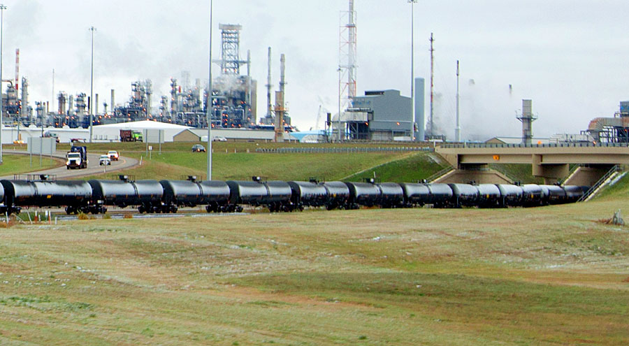 Alberta to Buy Rail Cars as Temporary Solution to Pipeline Pinch