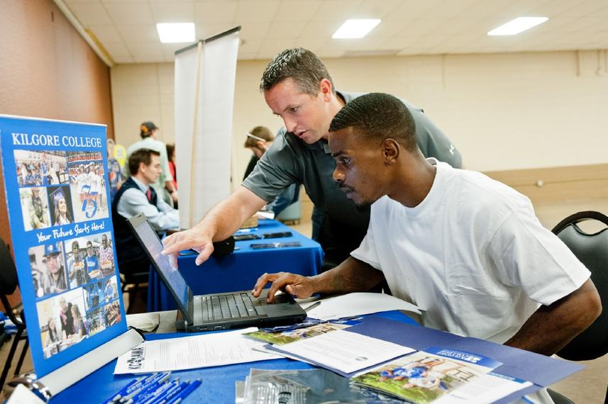 Oil and Gas jobs bring opportunity seekers to West Texas